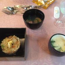炊込み御飯と汁物。和食も取り入れ可能