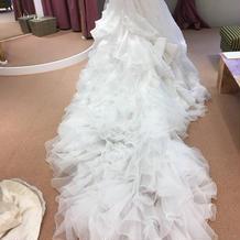 白ドレスはありすぎて全部一緒にみえた