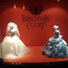 入口に飾ってあるミニチュアドレス