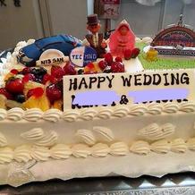 ウェディングケーキは角型生ケーキ