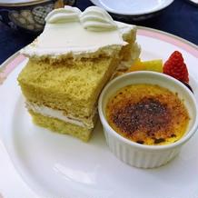 クリームブリュレとウェディングケーキ
