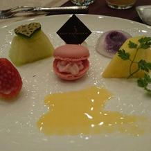 幸せを運ぶ5色のデザート