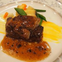 ボリューム満点のお肉料理