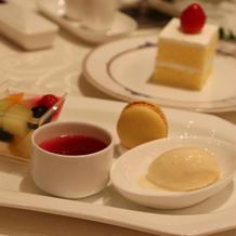 デザートと特注のバターケーキ!