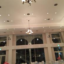 披露宴会場 天井高い