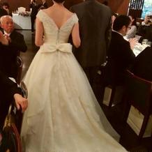 後ろすがたが大変綺麗なドレスでした