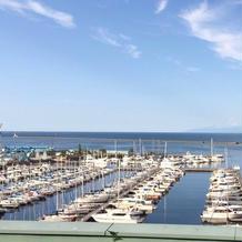 エントランスから見える港 昼