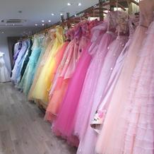 カラードレスも豊富。