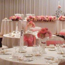 ピンクのチェアリボン