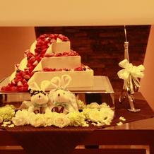 ケーキカットをしたウェディングケーキ
