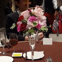 卓上の花は安くても豪華