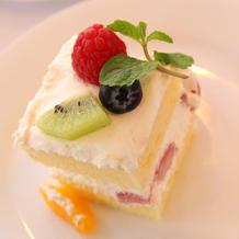 ウェディングケーキとデザートビュッフェ