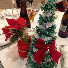 装花がクリスマスツリーで素敵な演出