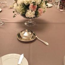 各卓テーブルの装花