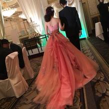 カラードレス後ろ姿