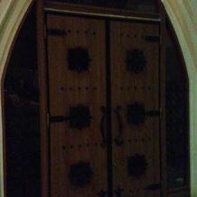 チャペル入口ドア