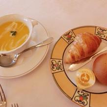 パンとパンプキンスープ