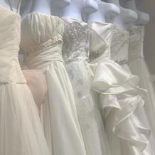 いろんなタイプのドレスがありました!
