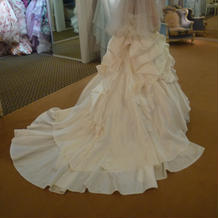 BIBIのドレス。バックスタイルが素敵