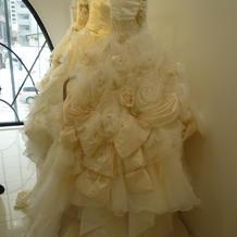 TUTUのドレス。剛力彩芽プロデュース
