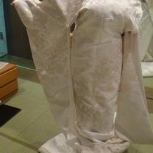 BIBIの白無垢。立体感のある刺繍