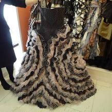TUTUのドレス。ドットでやや派手な柄