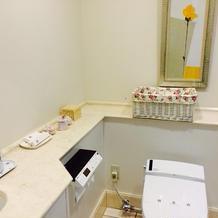 新郎新婦控え室のトイレ