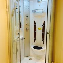 新郎新婦控え室のシャワー