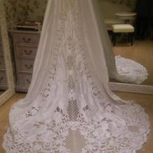 刺繍入りのウエディングドレス