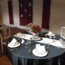 披露宴会場3 列席者用テーブル