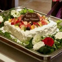 ボリュームのあるウェディングケーキ