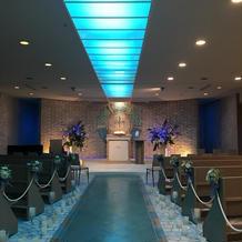 青が輝く素敵な式場です