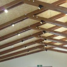 チャペルの天井。森のチャペルと言う感じ。