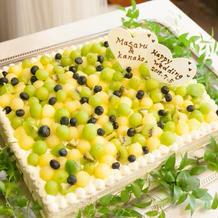 ウェディングケーキはグリーンで統一。