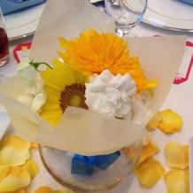 テーブル装花もさわやかにまとめている