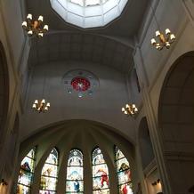 天井が高く小窓がついてるようです