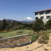 中庭からの富士山