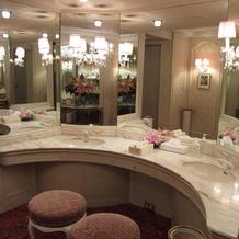 お部屋の様な化粧室