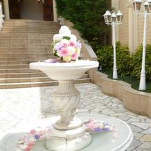 入口の噴水の飾り