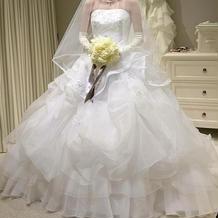 白ドレスも種類豊富です!