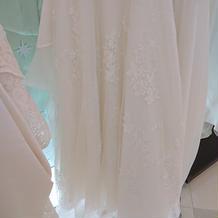 ウェディングドレス(後ろ)
