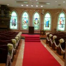 ステンドグラスが素敵な教会です。