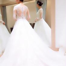 長袖タイプのドレス