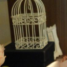 カゴから飛び立つ美しいロマンチック小物