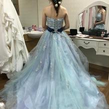 本番のカラードレス。