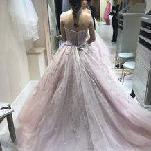 試着したカラードレス。