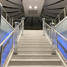 ドーム型チャペル。新郎新婦が登る階段。