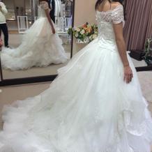 実際に私が試着した白ドレス