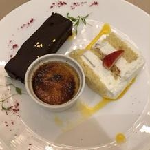 ウェディングケーキとチョコケーキとう