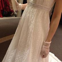刺繍がきれいなドレスにきめました。